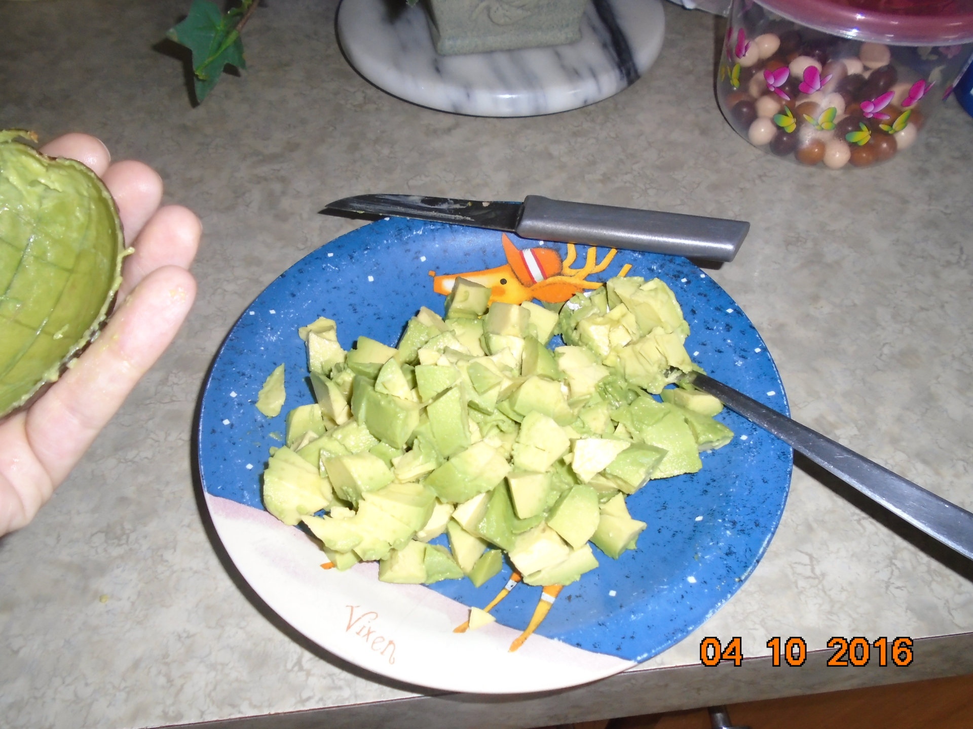Quick and Easy way to slice or cube an avocado