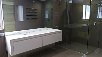 Bench to ceiling Mirror & Framless shower