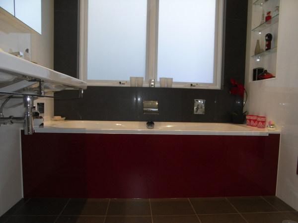 Bathtub glass panel