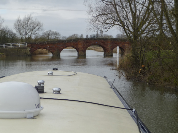 Approaching Eckington Bridge on a widebeam