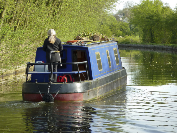 Tanya steering towards Astwood Locks on the Worcester Birmingham Canal