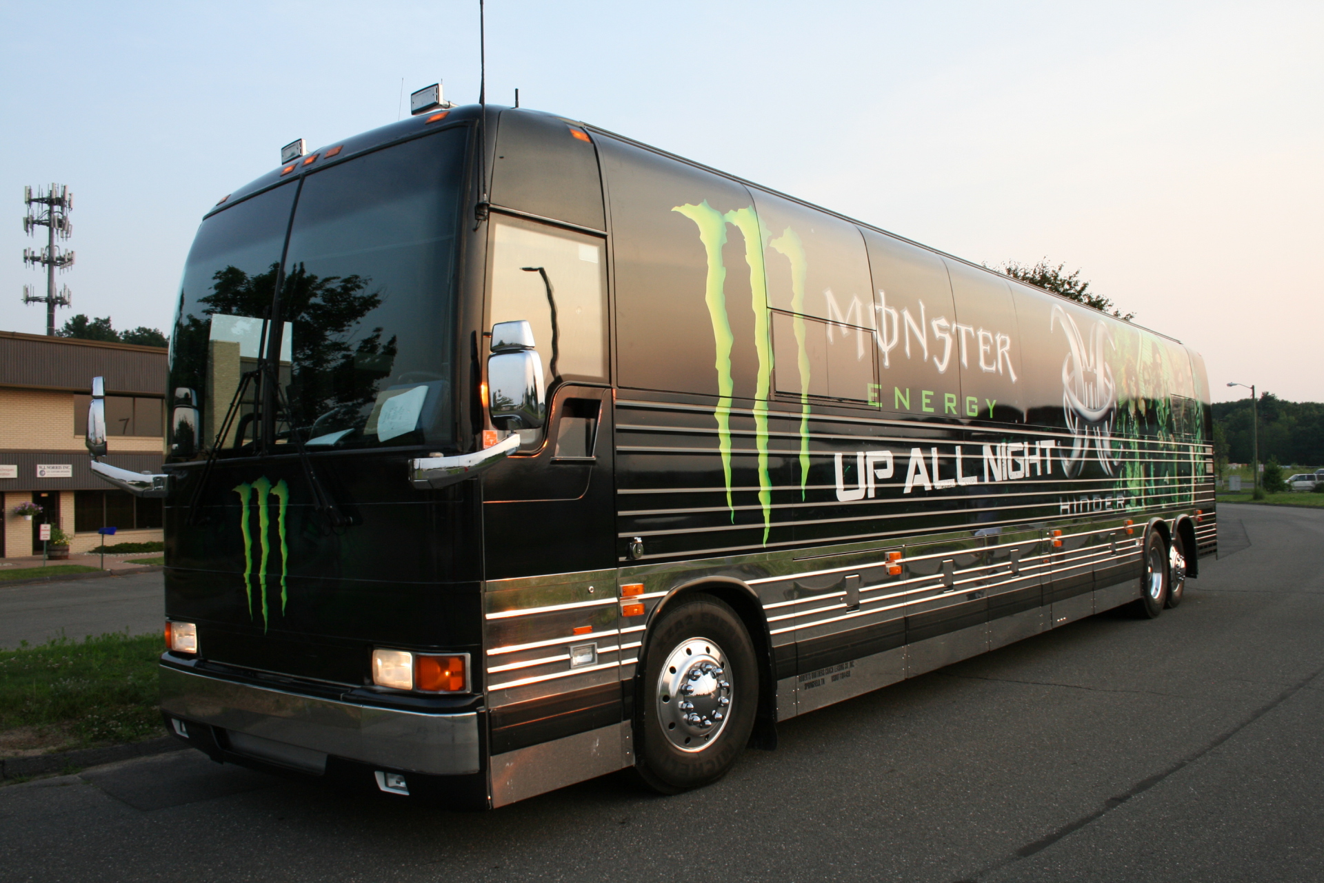 Hinder vs Monster Energy
