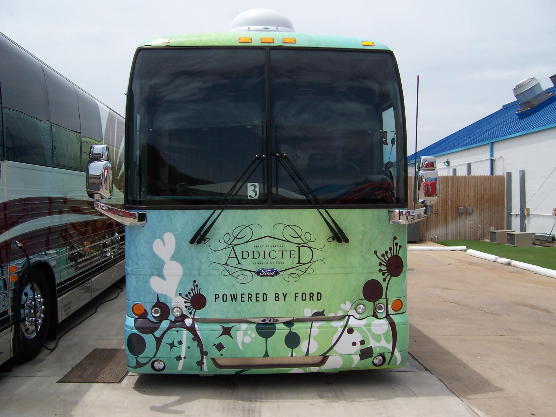 Kelly Clarkson Tour Bus