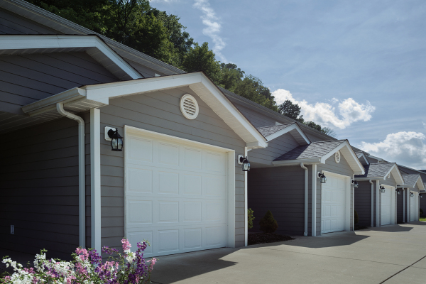 Townhouse with Attached Garage and Remote