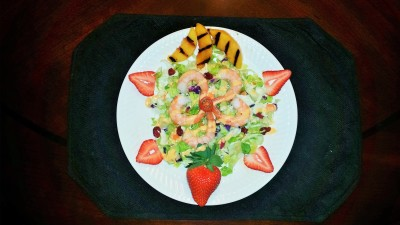 Sriracha Ranch Shrimp Salad with grilled peaches and fresh strawberries!