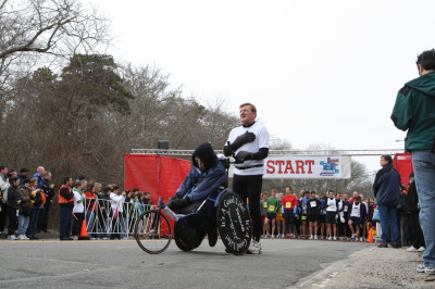 Father Dick and son Rick, a/k/a Team Hoyt at the start of the 2009 Hyannis Marathon