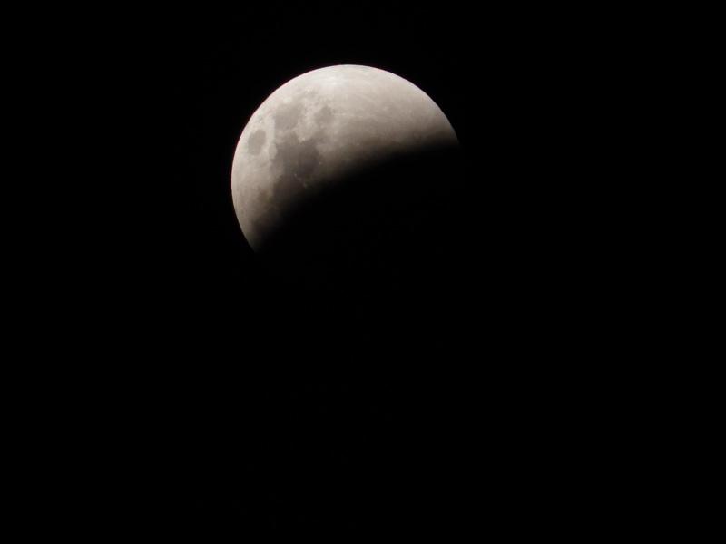 """<img alt=""""full moon"""">"""