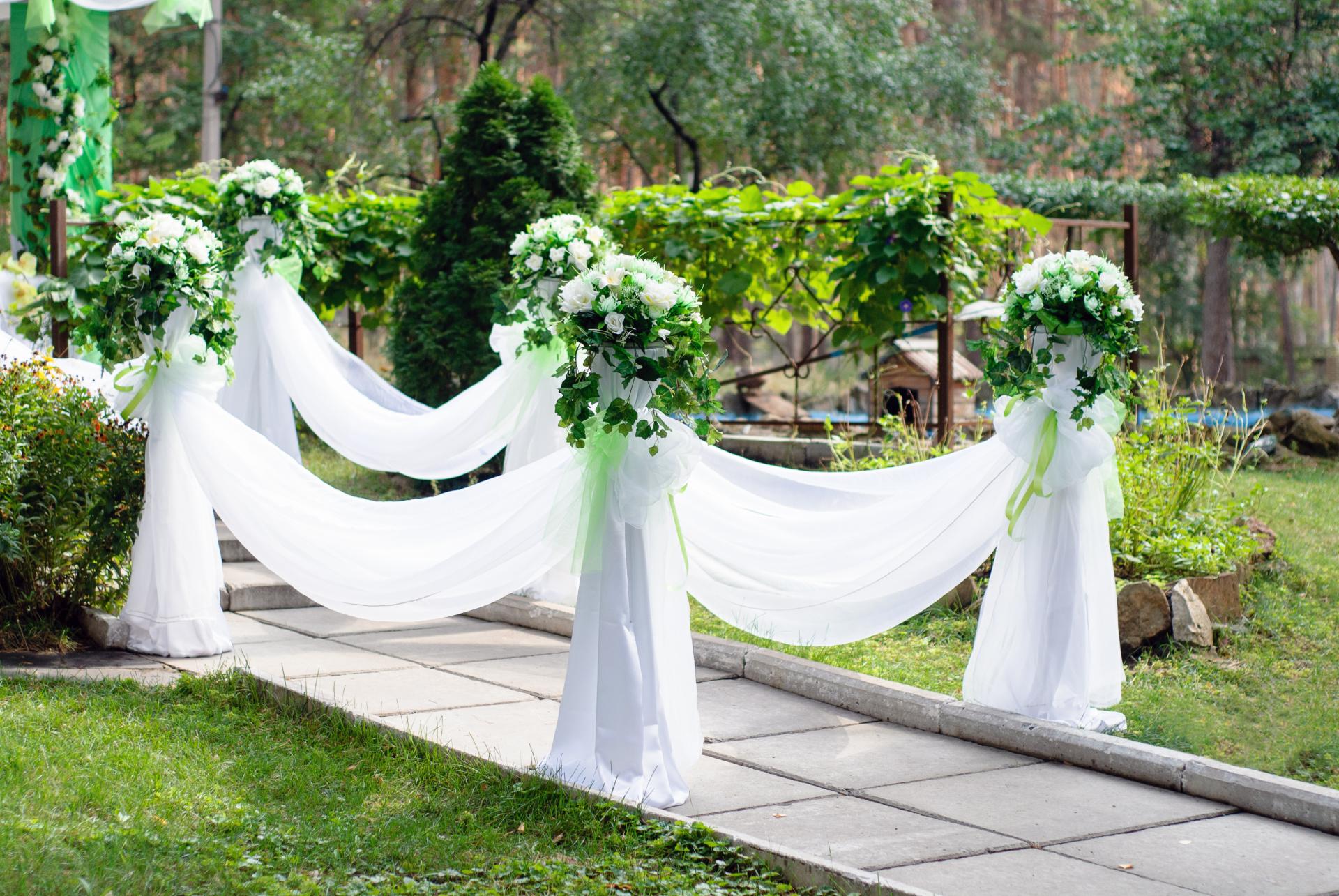 White aisle decoration, ceremony set up