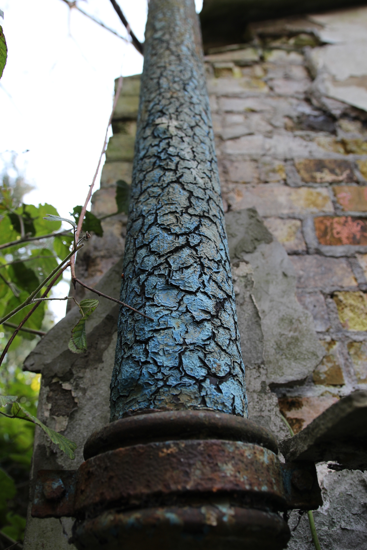 Crackled Paint on Drain Pipe
