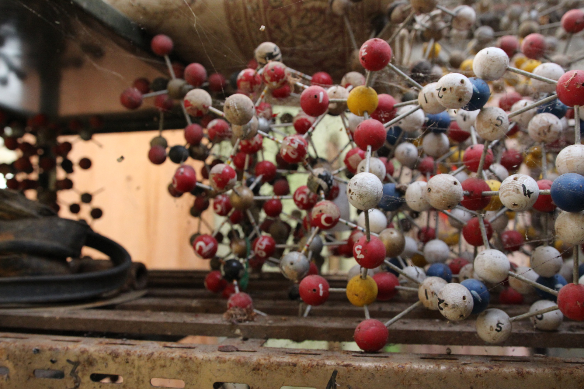Abandoned Atomic Structure Model
