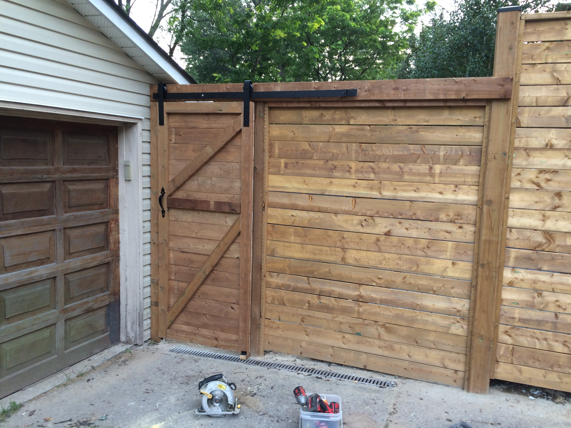 Horizontal Finish & Sliding Gate