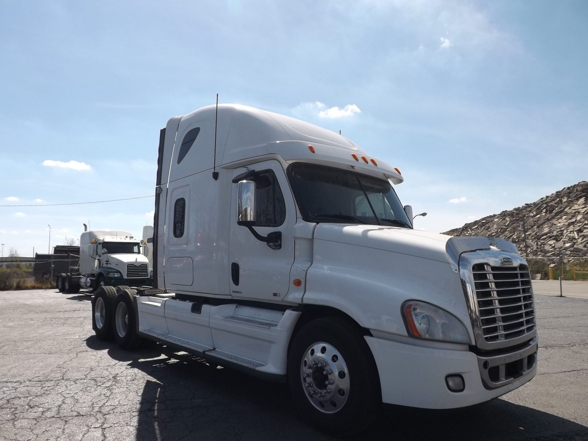 2010 White Freightliner Cascadia Highway Tractor
