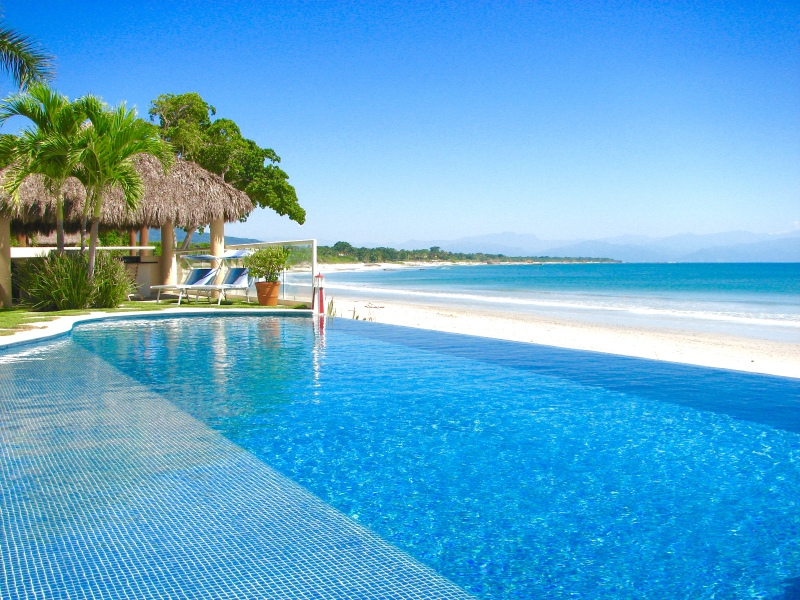 Infinity pool al beachfront Punta mita