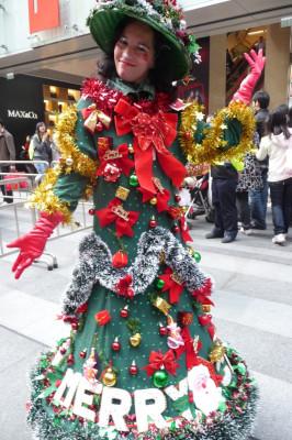 WALKING CHRISTMAS TREE