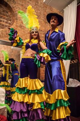 BRAZILIAN COUPLE ON STILTS