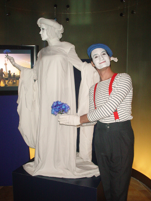 FRENCH MIME & ITALIAN STATUE