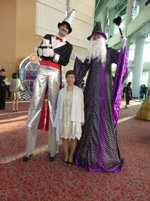 WIZARD & MAGICIAN ON STILTS