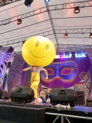 GIANT SMILEY SHOW