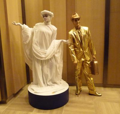 WHITE STATUE & GOLDEN BOY