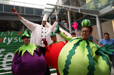 FRUITS & BIG CHEF