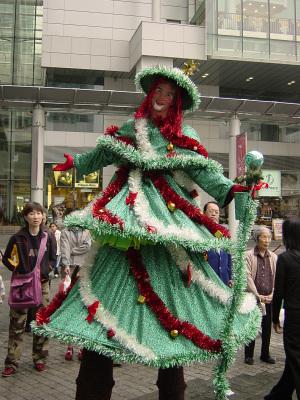 WALKING CHRISTMAS TREE ON STILTS