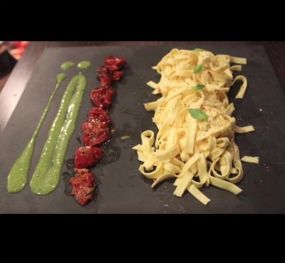 Tagliatelles au Pesto et Tomates Séchées – Inratable!
