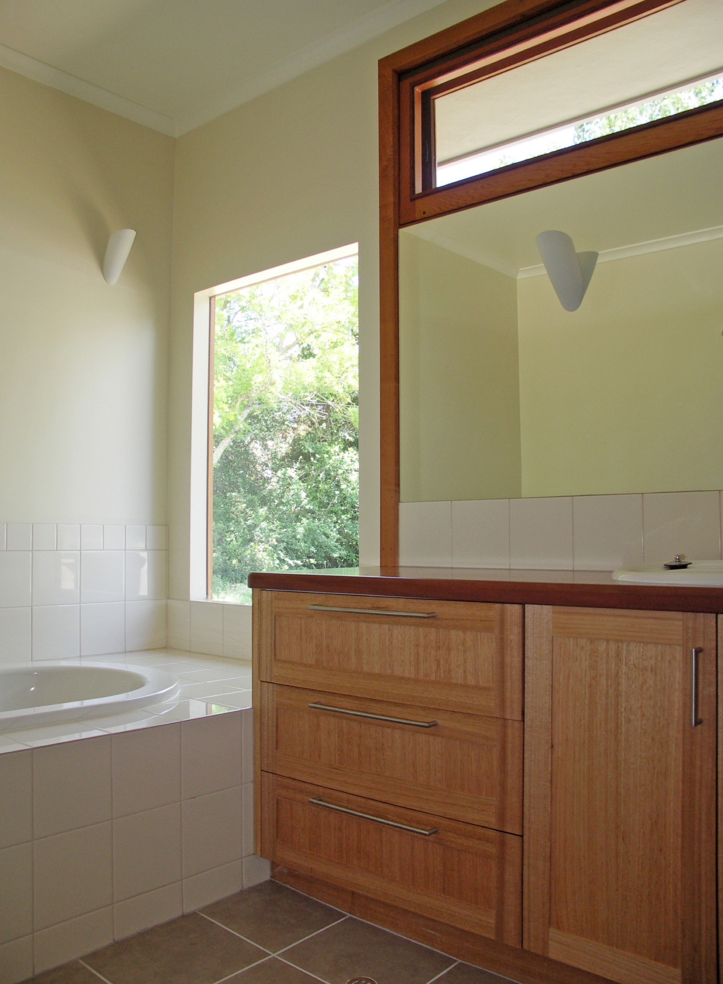 Yea House designed by sustainable architect Green Point Design. Bathroom. Natural and recycled materials.