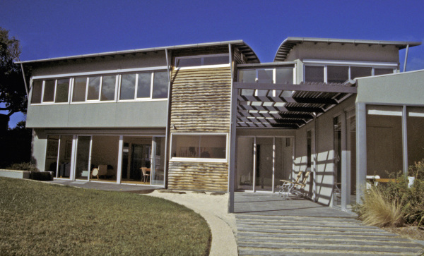 Point Lonsdale House designed by sustainable architect Green Point Design. Modern beach house using radial sawn timber.