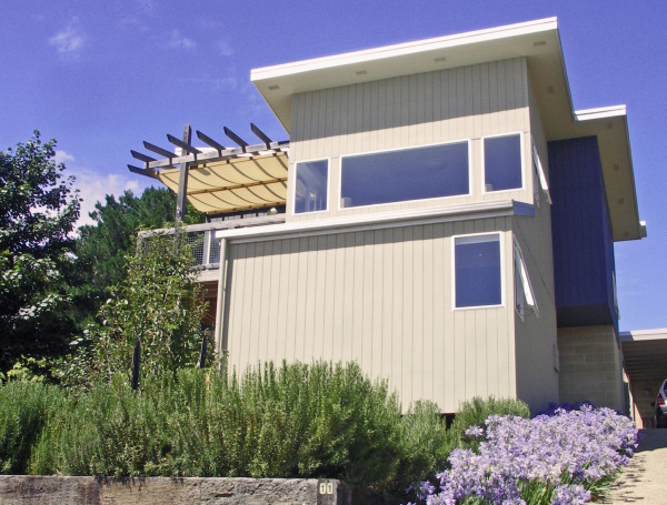 Cornish Hill House designed by sustainable architect Green Point Design. Modern passive solar using easily available materials.