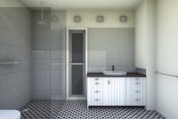 Gisborne House designed by sustainable architect Green Point Design. Ensuite.