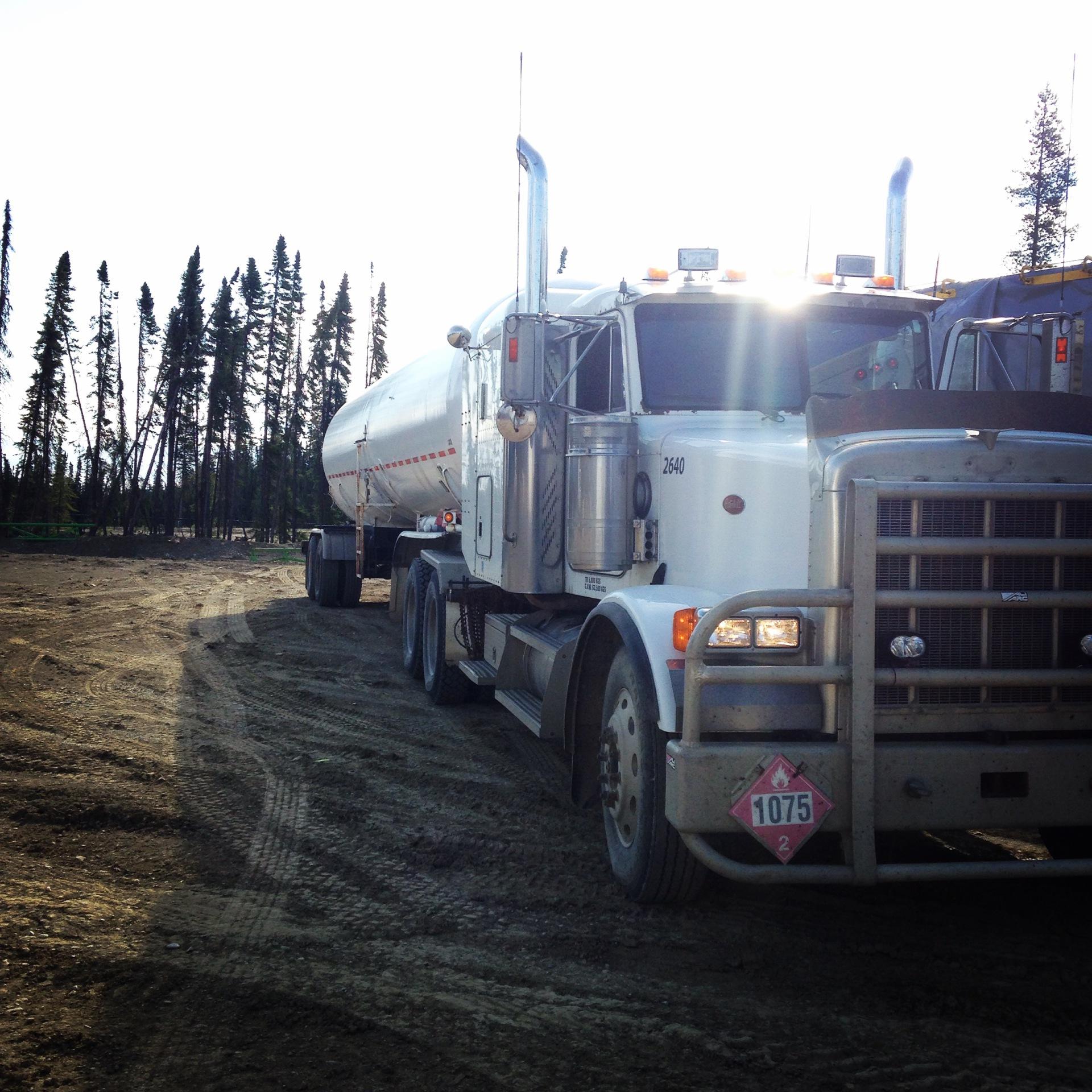 Tandem-Axle Truck & Tandem Propane Bulker
