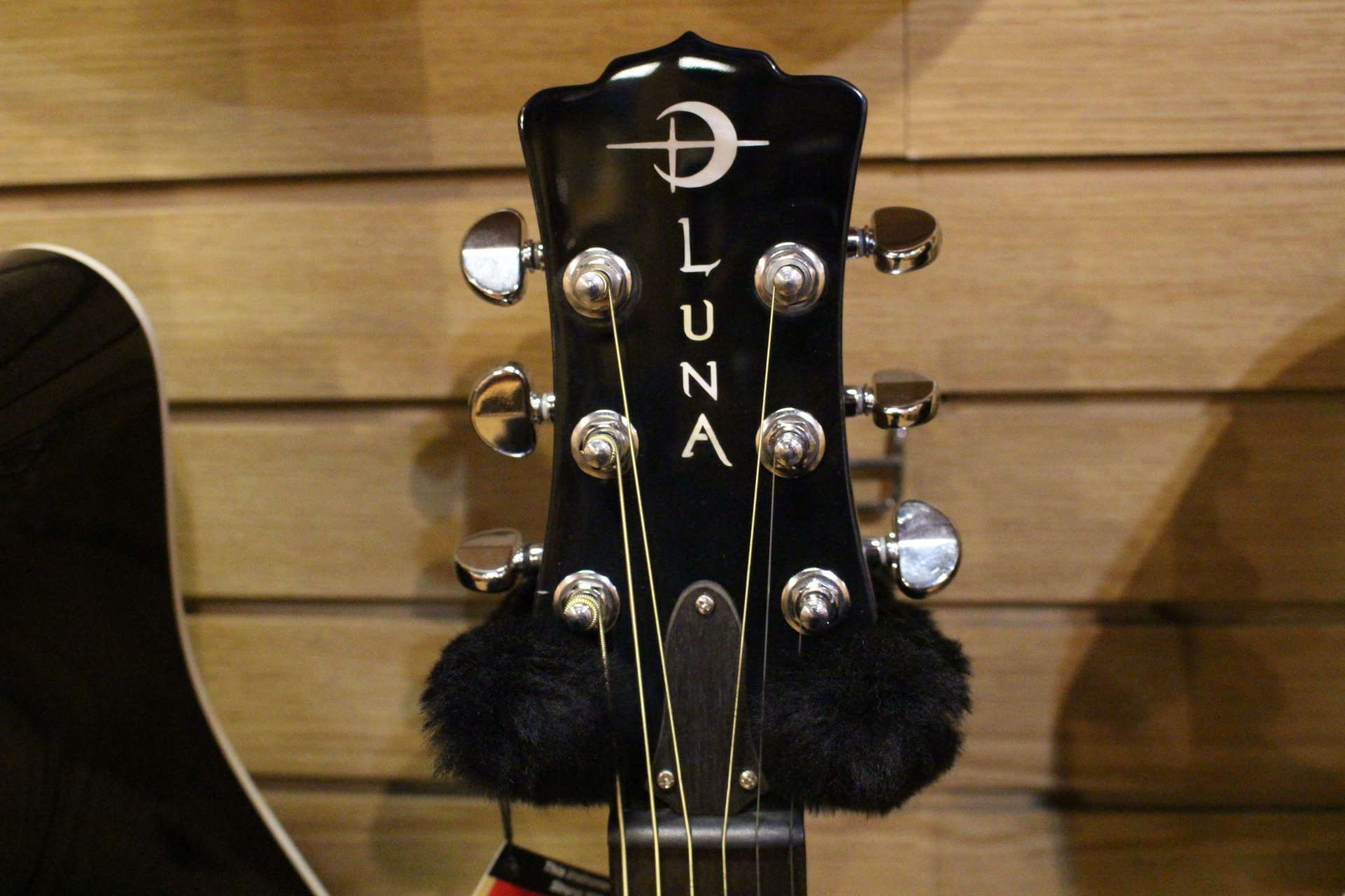 Luna Head Stock