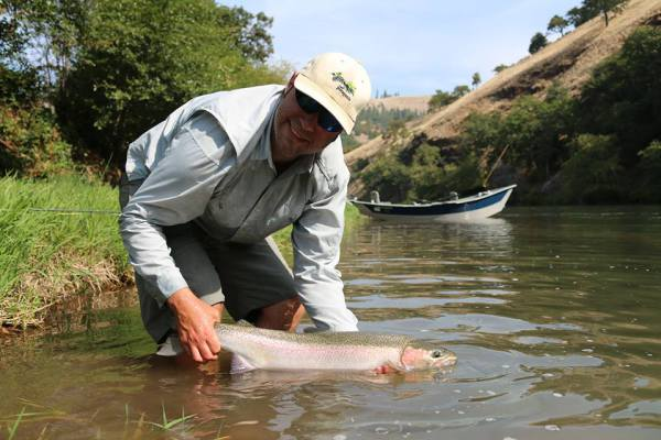 Medford Oregon Fly Fishing Shop, Fly Fishing Guide Service, Rogue River Fly FIshing Steelhead Southern Oregon