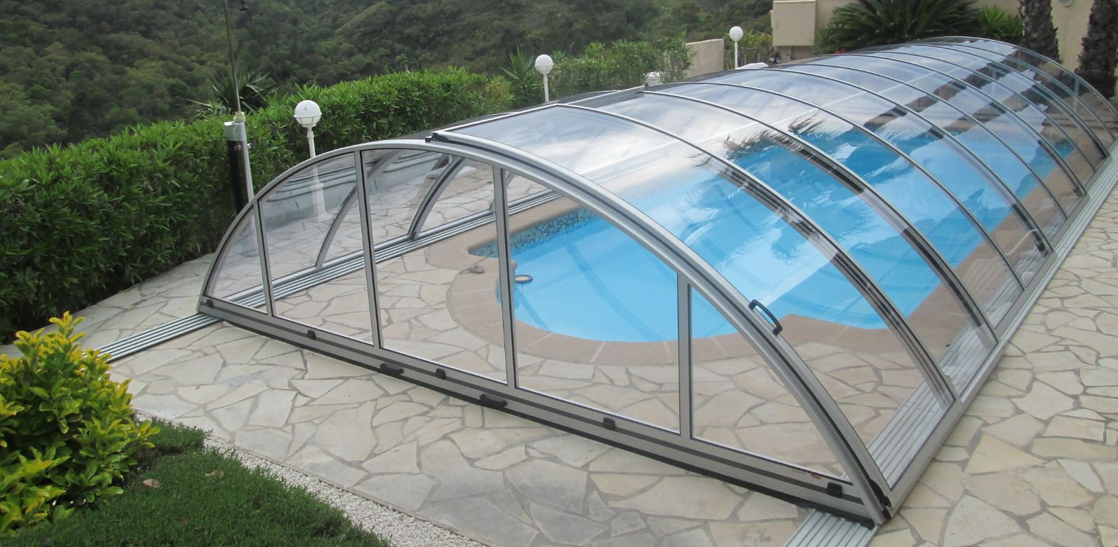 "<img src=""image.jpg"" alt=""swimming pool covers"">"
