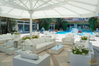 patio umbrella for poolside shade
