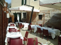 outdoor umbrella for restaurant patio