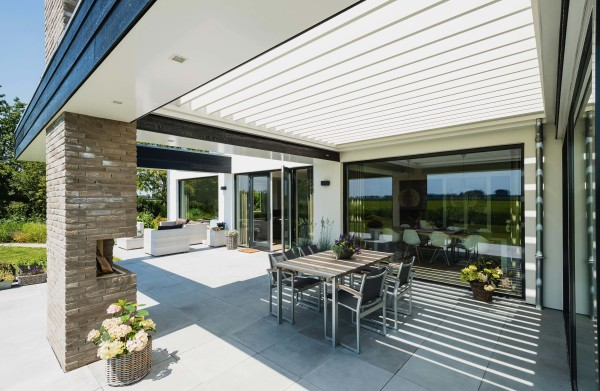 integrated aluminum cover for outdoor dining area