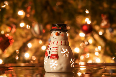 https://commons.wikimedia.org/wiki/File:Christmas_candle_snowman_with_lights.jpg