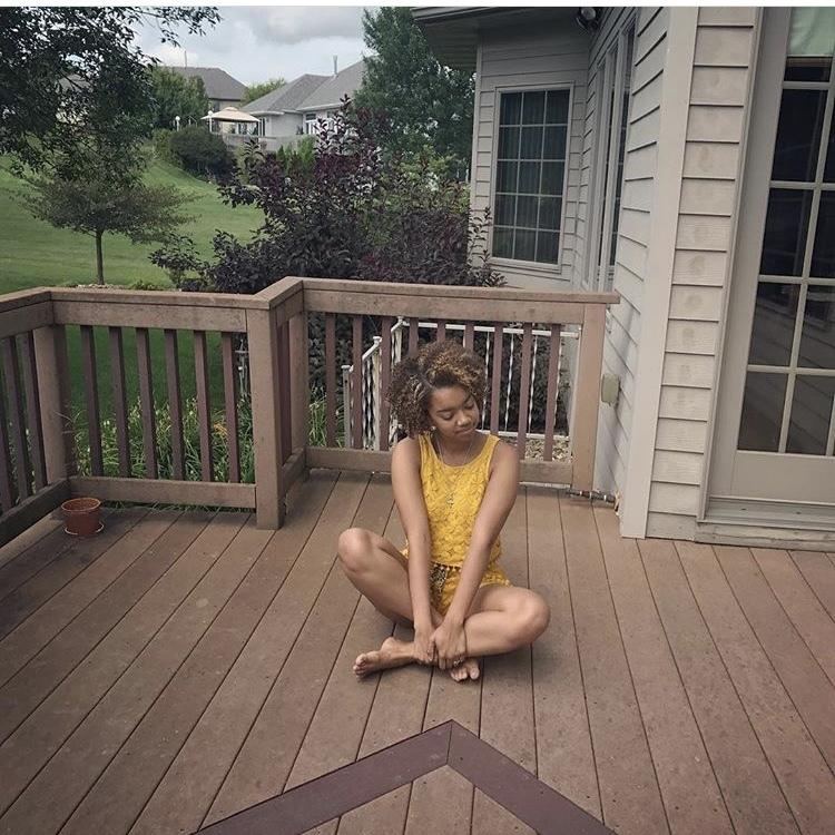 Member Jayla wears yellow for #BethunesBirthday!