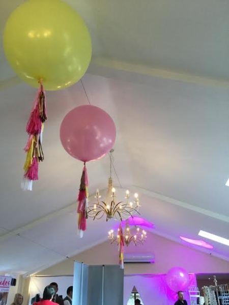 2 ft ceiling balloons