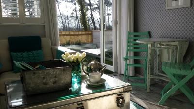 Dunster, luxury, Beach, hut, Salad, lounge, dining