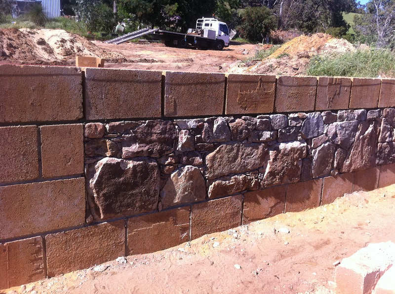 Local granite from the Jarrahdale Hills with a rammed earth block surround