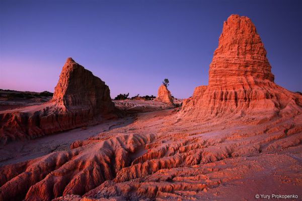 Spectacular colours of the sunset at the Walls of China, Mungo National Park