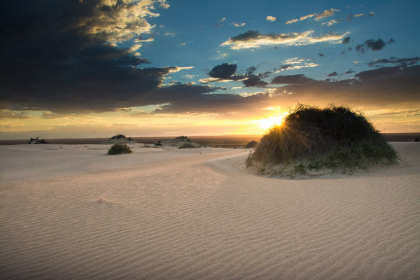 Stunning sunset over the sands of Mungo National Park