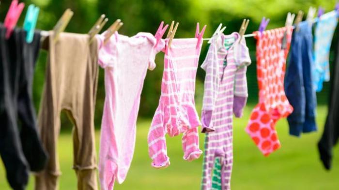 Tips Mencuci Baju di Malam Hari Agar Tidak Bau Apek
