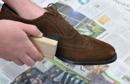 Membersihkan Sepatu Sesuai Bahan