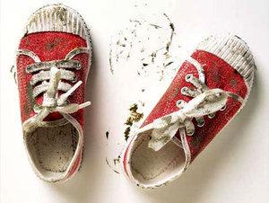 Tips Ampuh Membersihkan Sepatu
