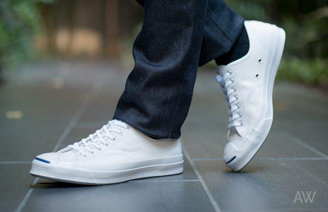 Tips Membersihkan Sneaker menggunakan pasta Gigi