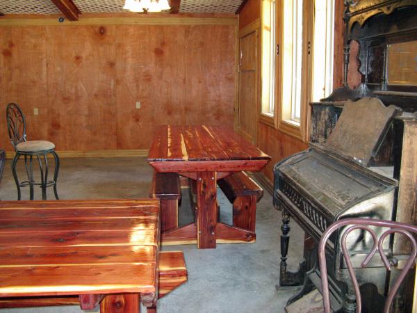 Tasting area & vintage pump organ.