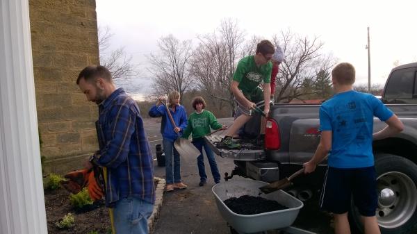 (left to right) Stan Hubert, Julie Bunck, Arabella Fowler, Steven Beckman, Lesley Hubert, and Logan Hubert working on moving the mulch